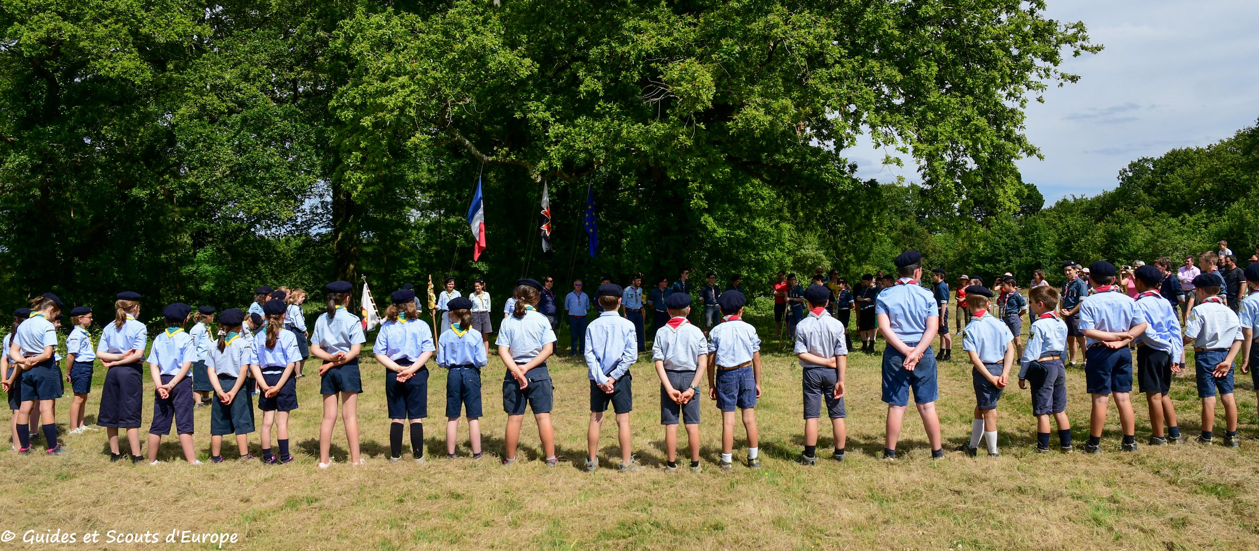 Groupes de Nort-sur-Erdre en rassemblement vu de dos
